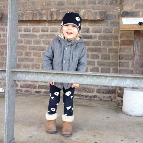 Ootd  Jacke: @zaraBoots: @uggaustralia PandaMütze&Hose: Miss Ping Lächelnder kleiner Mann: unbezahlbar Hoffe ihr genießt die Sonne :)