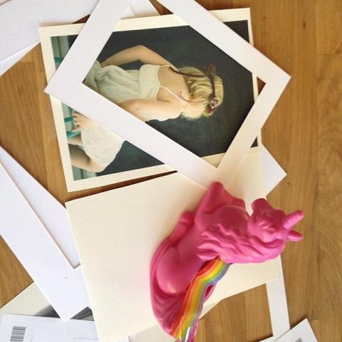 Ab Sonntag öffnet der Kunstmarkt seine Türen in der cubus Kunsthalle #cubuskunsthalle #duisburg #regenbogenklebeband #pinkunicorn #exhibition #portraits #düsseldorf #Art #photography
