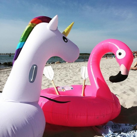 Life is better at the Beach #flamingo #einfhorn #pinkunicorn #groemitz #grömitz #Strand #Familie #meer #Ostsee #Urlaub