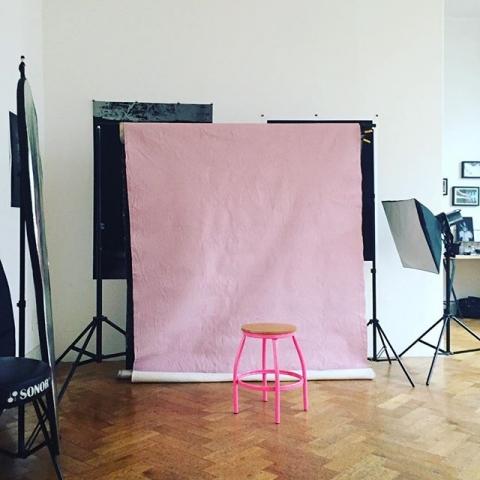 Rosa. Dank der Hilfe von Lou nun auch mit rosa Hintergrund... euch Allen einen wunderbaren 1. Advent!! Was habt ihr für Traditionen? Wir backen gleich und malen den Wunschzettel :) #familie #advent #weihnachtszeit #kinder #chaos #liebe #grlboss #kekse #studio #backdrop #pink #portraits #portraitstudiodüsseldorf
