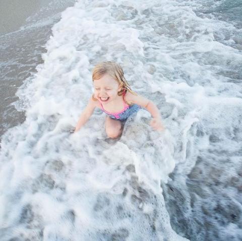 Louise, Miami Beach 2015 ....#düsseldorf #mama #düsselmom #Baby #düsselbaby #Fotostudio #Portraits #newborn #mama2018 #mamablogger #mamablog #instamama #fotografin #liebe #schwangerschaft #babyfotograf #newmom #mommy #momtobe #geburt #minimensch #meerbusch #wald #boho #wildsoul #spirit #freechild #childhood #candidchildhood #cc-colorful