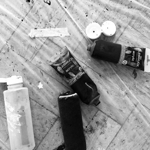 Tag des offenen Ateliers am 29.&30.9.2018 in Duisburg! Kommt vorbei! Wir freuen uns auf euch. Sonntag mache ich ein Fotoshooting für alle Besucher, die Lust haben, Teil eines Portrait-Projektes zu werden. #duisburg #atelier #art #germant #Artist #femaleartist #black #guessmyfavoritecolor #allblack #photoart #painting